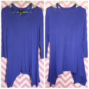 Premise Blue Split Neck Sharkbite Hem Top Size M